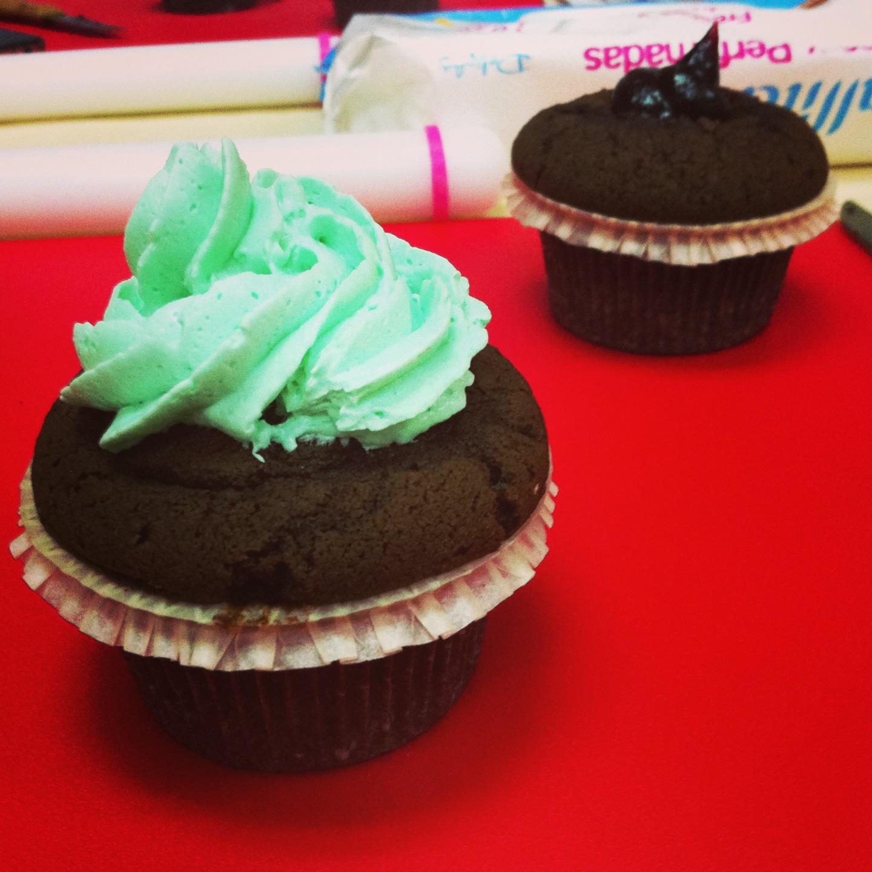 Aprendiendo a decorar galletas y cupcakes de compras - Cupcakes tenerife ...