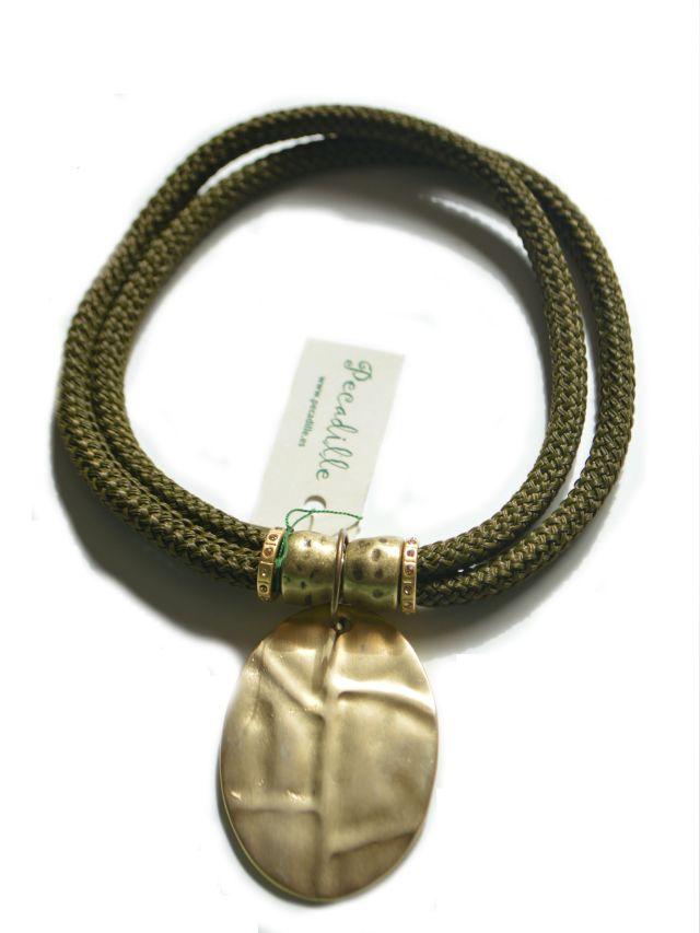 collar-pieza-dorada-2-